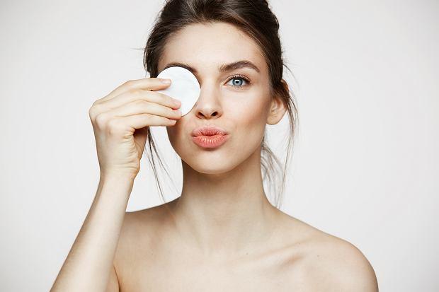 Oczyszczanie twarzy jest podstawową czynnością przy dbaniu o cerę