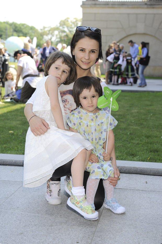 Anna Wiśniewska z córkami w 2011 roku