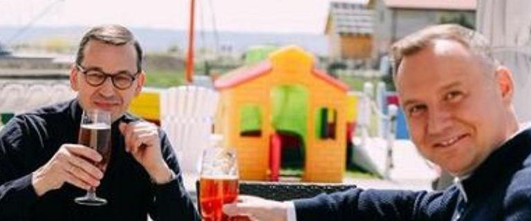 Andrzej Duda i Mateusz Morawiecki na obiedzie przy piwku. Internauci: Alkohol w pracy