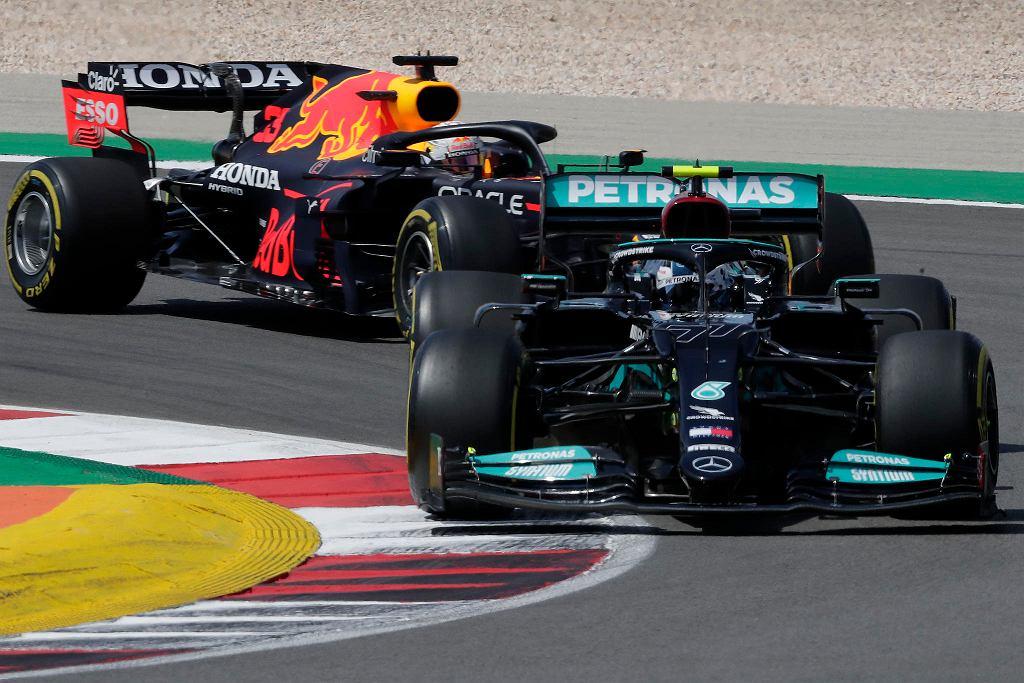 GP Portugalii. Valtteri Bottas z przodu, z tyłu Max Verstappen