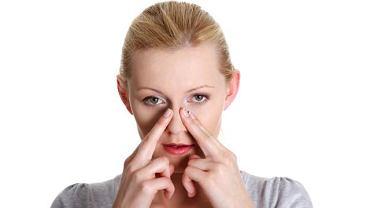 Skrzywienie przegrody nosowej sprzyja powstawaniu zapalenia zatok oraz alergicznemu nieżytowi nosa