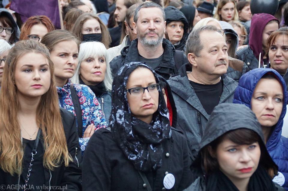 Zdjęcie numer 42 w galerii - Czarny protest w Zielonej Górze:
