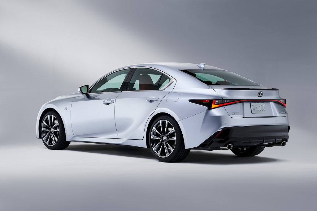 Lexus IS model 2021