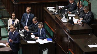 Poseł Sławomir Nitras (na mównicy) i marszałek Sejmu Marek Kuchciński. 85. posiedzenie Sejmu VIII Kadencji, Warszawa, 31 lipca 2019