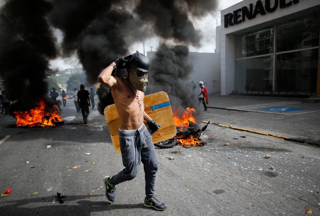 Starcia antyrządowych protestantów z policją w Wenezueli