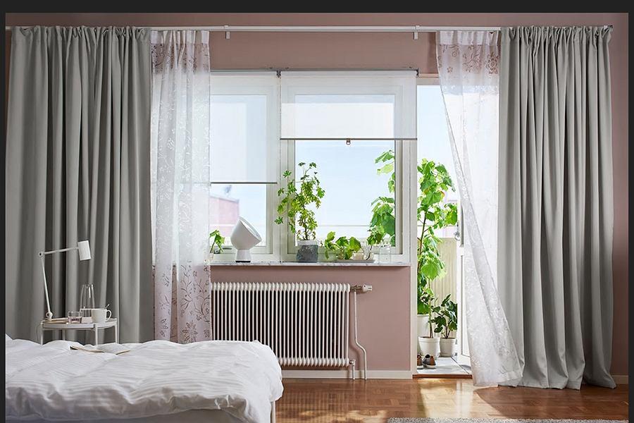 Dekoracje okien w sypialni - rolety, firanki, zasłony