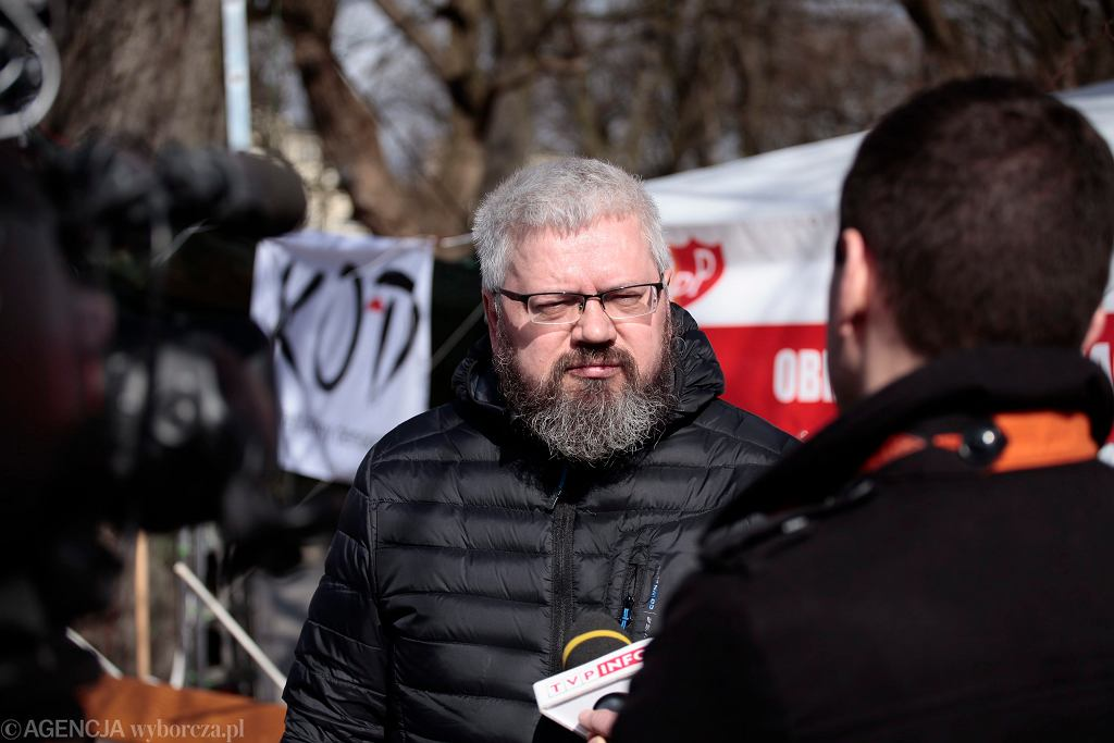 Andrzej Miszk mieszka w namiocie pod kancelarią premiera, pije tylko wodę. Głoduje, by rząd publikował wyrok Trybunału Konstytucyjnego