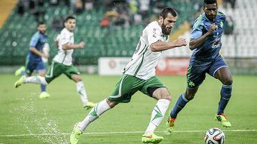 Jeszcze w lipcu wydawało się, że Lechia będzie trzecią siłą ligi. Na zdjęciu widzimy Zaura Sadajewa grającego w meczu z Panathinaikosem (4:1).