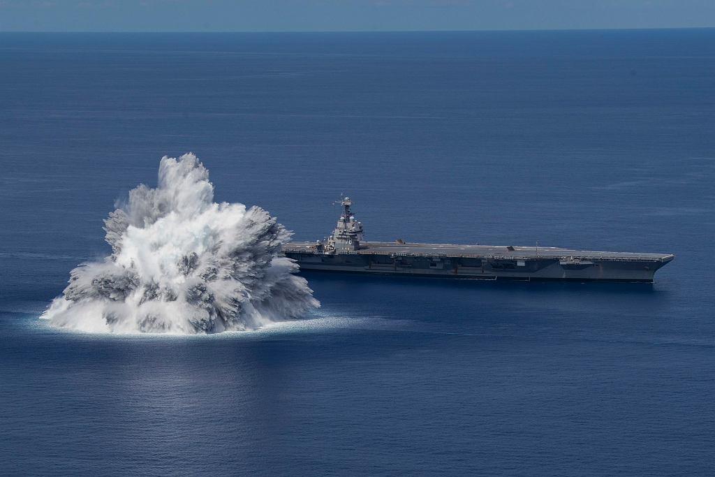 Amerykańska marynarka wojenna przeprowadza próby uderzeniowe lotniskowca