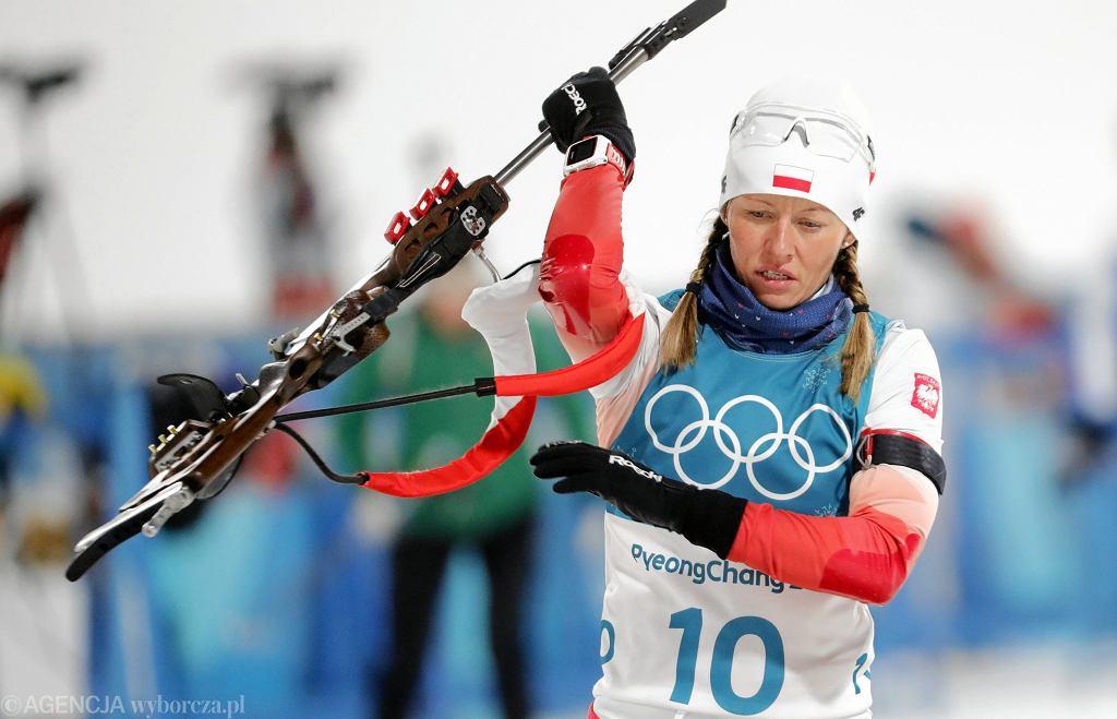 Weronika Nowakowska podczas biegu na 7,5 km w biatlonie na zimowych igrzyskach olimpijskich