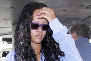 Rihanna w niebieskim dresie na lotnisku