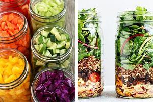 Przerwa na lunch! 5 przepisów na proste w przygotowaniu sałatki w słoiku. Idealne w pracy