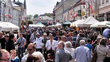 Tłum ludzi (zdjęcie ilustracyjne)