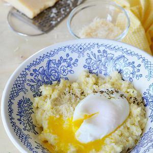 Jajko w koszulce z kaszą jaglaną i serem