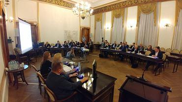Sesja rady miejskiej w Radomiu. Radni wybrali szefów i członków komisji rady