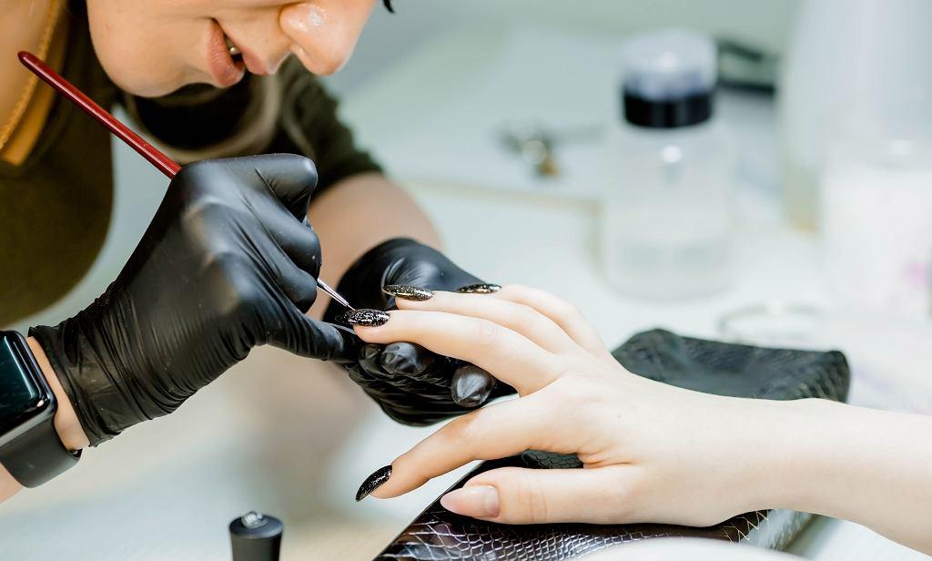 Kiedyś taki manicure był mało popularny. Dzisiaj te paznokcie to hit