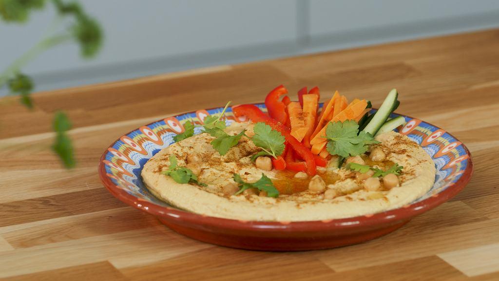 Hummus z serkiem śmietankowym Łaciaty z grillowanymi warzywami. Będziesz w hummusowym niebie