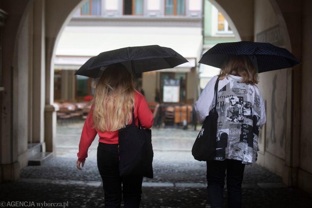 Pogoda. W Polsce zimniej niż na Islandii. Chłodny i deszczowy początek września (zdjęcie ilustracyjne)