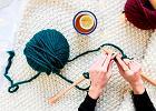 Nie kupuj dzierganego dywanika. Zrób go sam przy pomocy zestawu od We Are Knitters