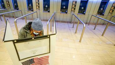 Komisja Wyborcza stanu Nowy Jork.  Jeden z pierwszych, który wybiera tradycyjnie