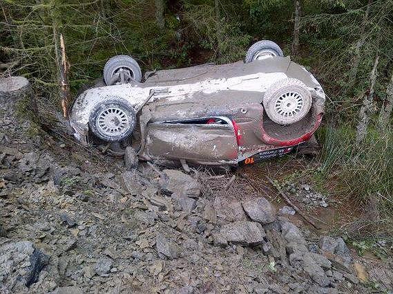 Citroen Roberta Kubicy po piątkowym wypadku w rajdzie Wielkiej Brytanii