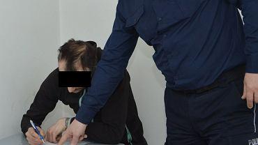 Tomaszów Lubelski: Wszedł do szpitala i udawał lekarza. Okradł seniorkę, diagnozując u niej 'alergię na biżuterię'