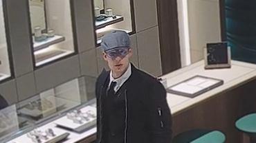 Policja publikuje wizerunek mężczyzny, który w jednej z galerii handlowych w Gdańsku ukradł zegarek warty 144 tys. zł.