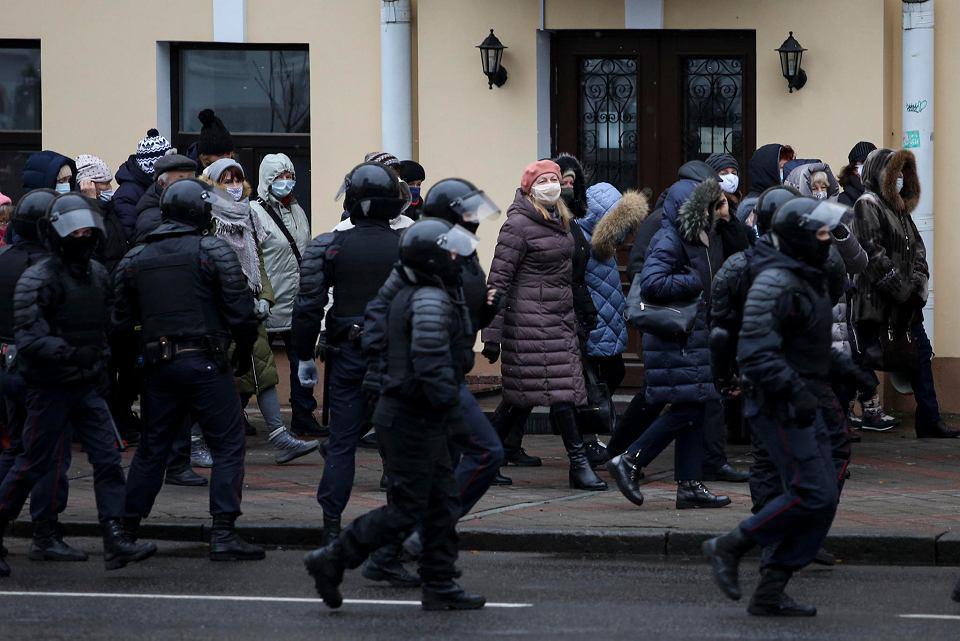 Jeden z wielu protestów na ulicach Mińska, 30 listopada 2020
