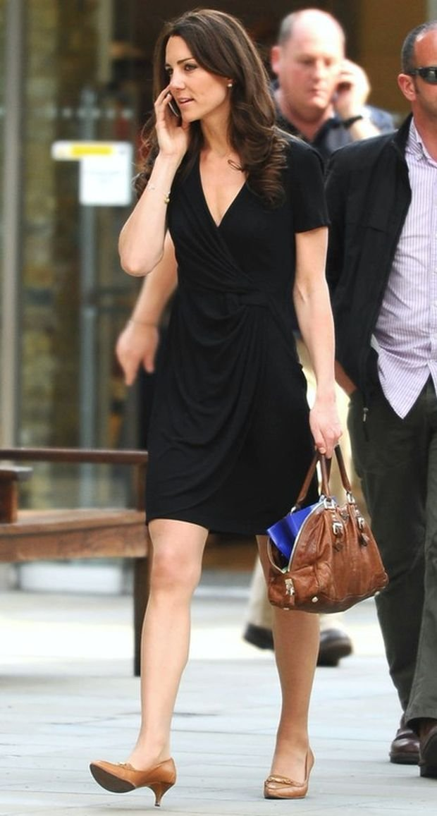 Mandatory Credit: Photo by Steve Allen / Rex Features ( 1309446a )  Catherine Middleton  Catherine Middleton shopping on Kings Road, London, Britain - 20 Apr 2011