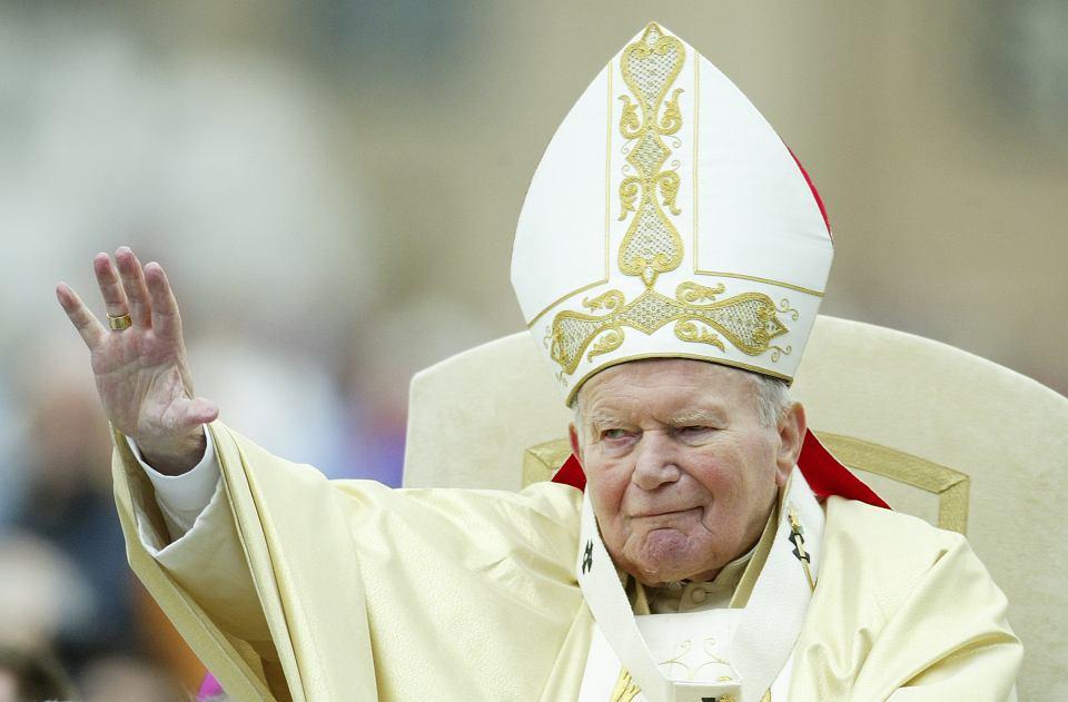 Jan Paweł II w Watykanie, 2004 r. (fot. Shutterstock)