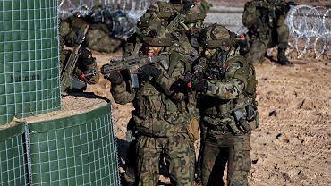 Żołnierze 6. Brygady Powietrznodesantowej na ćwiczeniach z karabinkami Grot i systemem symulacji laserowej