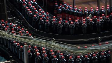 Amerykanie interweniują w sprawie podatku cukrowego. Na zdjęciu: Centrum logistyczne Coca Coli w Staniatkach, 16 kwietnia 2019