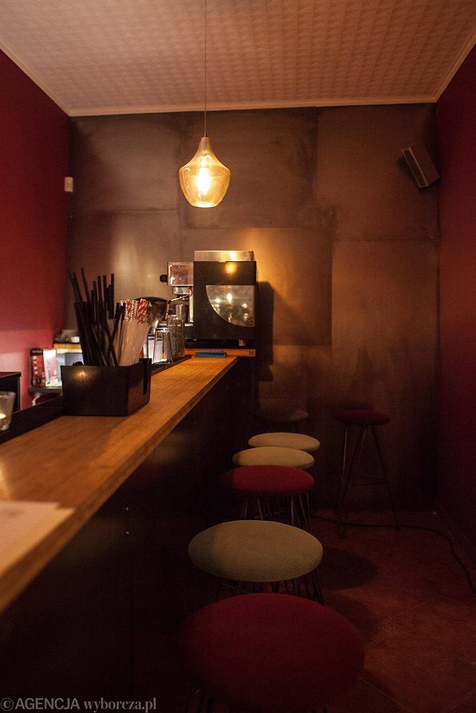 / Warszawa. Restauracja 'Hidden Bar and Bistro. Fot. Dawid Żuchowicz / Agencja Gazeta