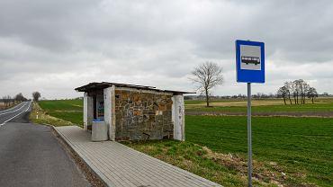 Przystanek PKS w miejscowości Huta.