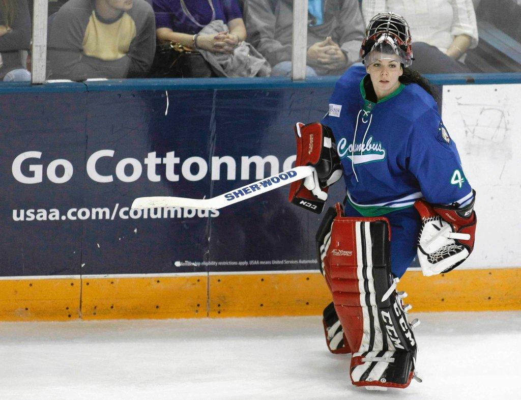 Shannon Szabados podczas historycznego debiutu w lidze SPHL
