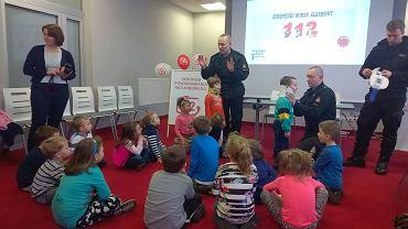 Z okazji  Europejskiego Dnia Numeru Alarmowego 112 do urzędu wojewódzkiego na spotkanie ze strażakami i policjantami przyszły dzieci z czterech gorzowskich przedszkoli