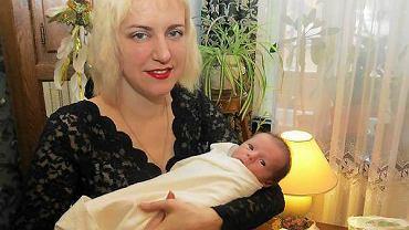 Wolha Karacz ze swoim nowo narodzonym synem