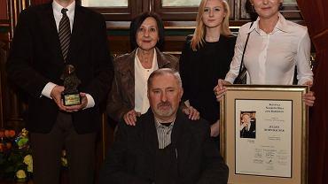 Kornhauserowie podczas uroczystości przyznania Julianowi (w środku) Nagrody Orła Jana Karskiego. Od lewej: syn Jakub, żona Alicja, wnuczka Kinga Duda, córka Agata Kornhauser-Duda