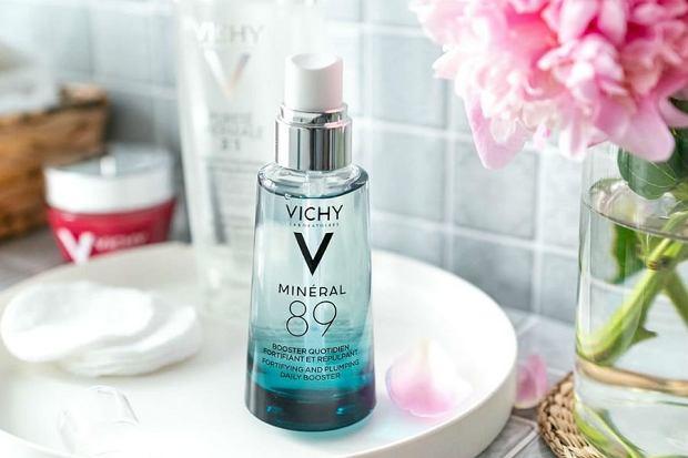 Odbudowujący krem wzmacniający skórę pod oczami - to połączenie 89% Wody Termalnej z Vichy z kwasem hialuronowym z naturalnego pochodzenia oraz kofeiną.