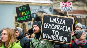 Kwestia inwigilacji dziennikarzy i obywateli podnoszona jest co chwila i powoduje fale niechęci wśród Polaków
