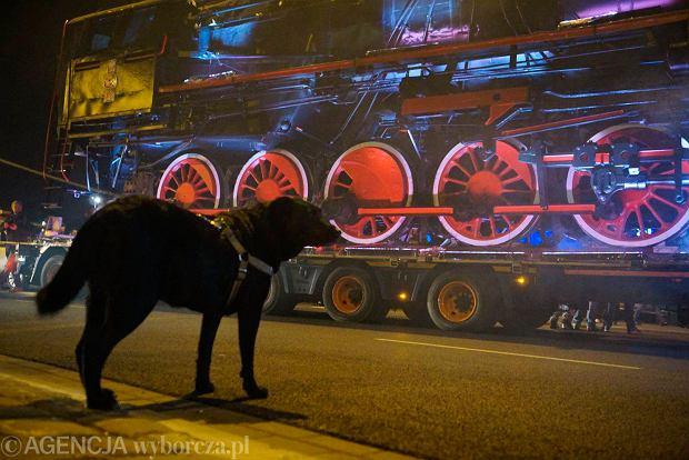 Zdjęcie numer 18 w galerii - Lokomotywa Lecha Poznań przejechała ulicami miasta pod stadion przy Bułgarskiej [ZDJĘCIA]