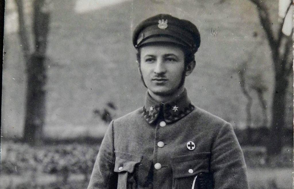 Józef Bellert w 1915 r. W chwili wybuchu I wojny światowej, niemal w przeddzień uzyskania dyplomu, zgłosił się jako ochotnik do tworzącego się zalążka Legionów Polskich. Wkrótce został komendantem szpitala polowego 1. Brygady