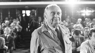 Czerwiec 1990, Warszawa. Stefan Kisielewski podczas posiedzenia Komitetu Obywatelskiego przy Lechu Wałęsie w Audytorium Maximum UW