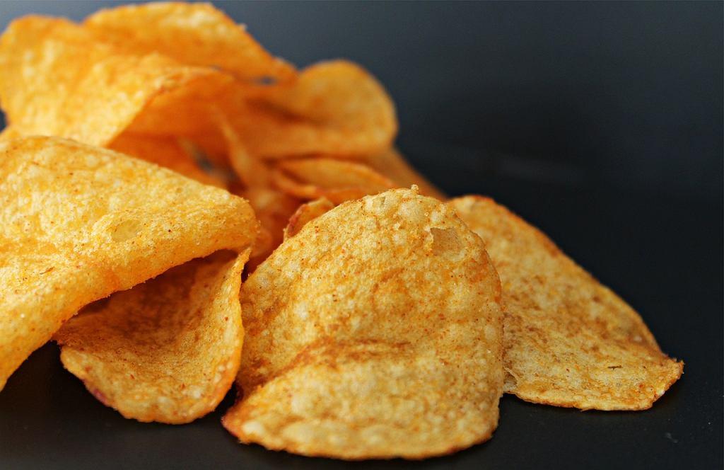 Chipsy Lay's zmieniają skład - już wkrótce zniknie z niego olej palmowy