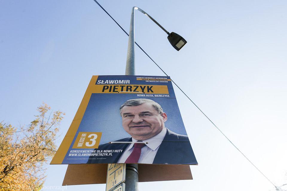 Wybory 2018 Kraków Zasypany Plakatami Kandydatów Zdjęcie Nr 2
