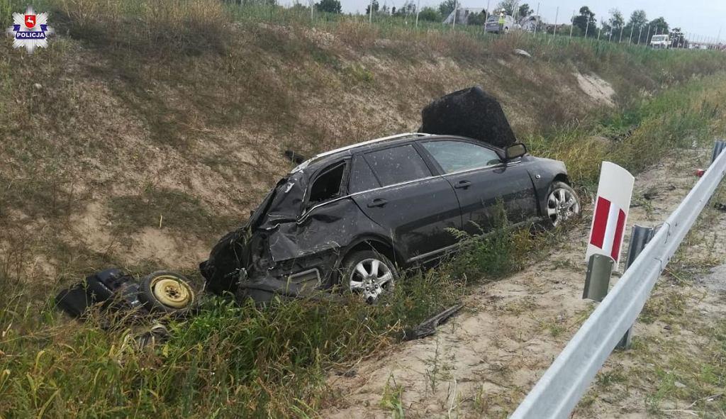 Tragiczny wypadek na S17. Nie żyje 14-letni pasażer toyoty