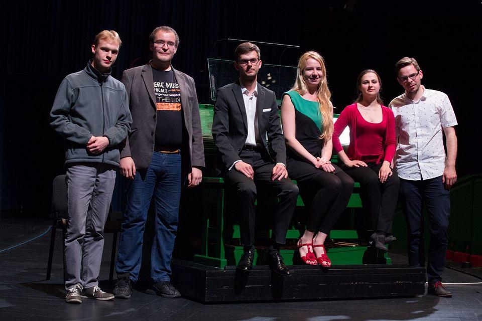 Uczestnicy II etapu I Międzynarodowego Konkursu Organowego od lewej: Vojtech Trubac,  Paweł Opala, Mateusz Rzewuski, Karolina Juodelyte, Liubov Nosova, Patryk Podwojski