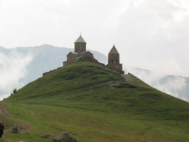 Klasztor Cminda Sameba w pobliżu Stepancmindy, fot. Wojciech Bijok / Wikimedia Commons