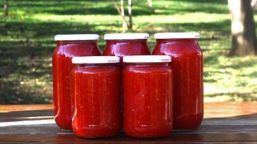 Jak zrobić pomidory w słoikach? Mamy przepisy i garść porad