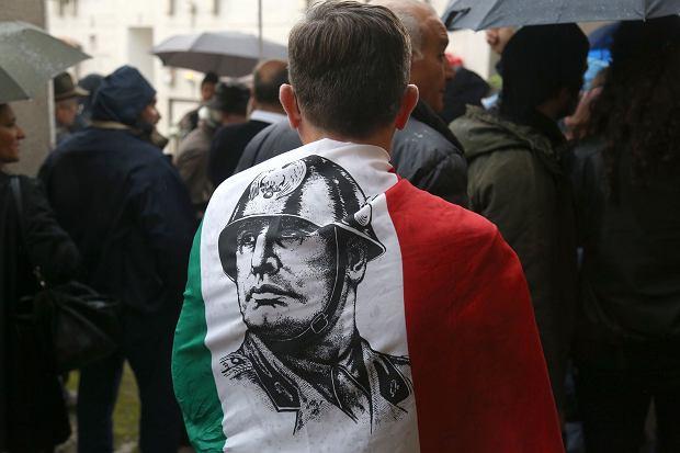 Włoscy neofaszyści świętują rocznicę marszu Mussoliniego na Rzym (Mussoliniego) 28 października 2018